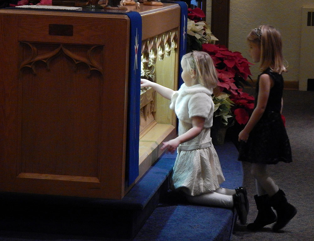 girls-at-the-altar